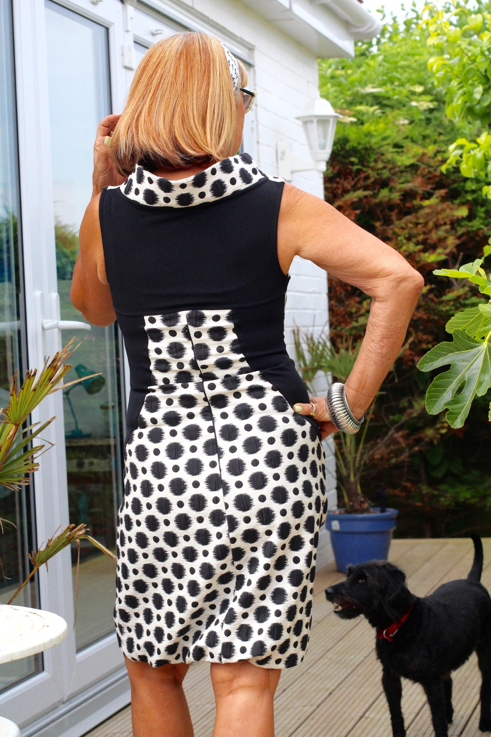Gorgeous back to my monochrome summer dress.