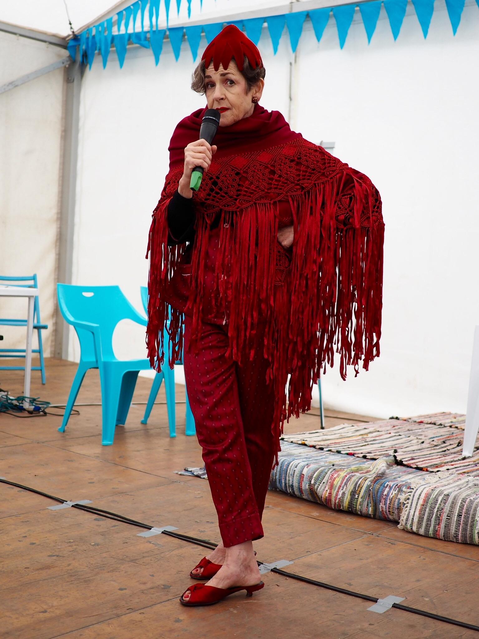 Tziporah Salamon, running her style workshop