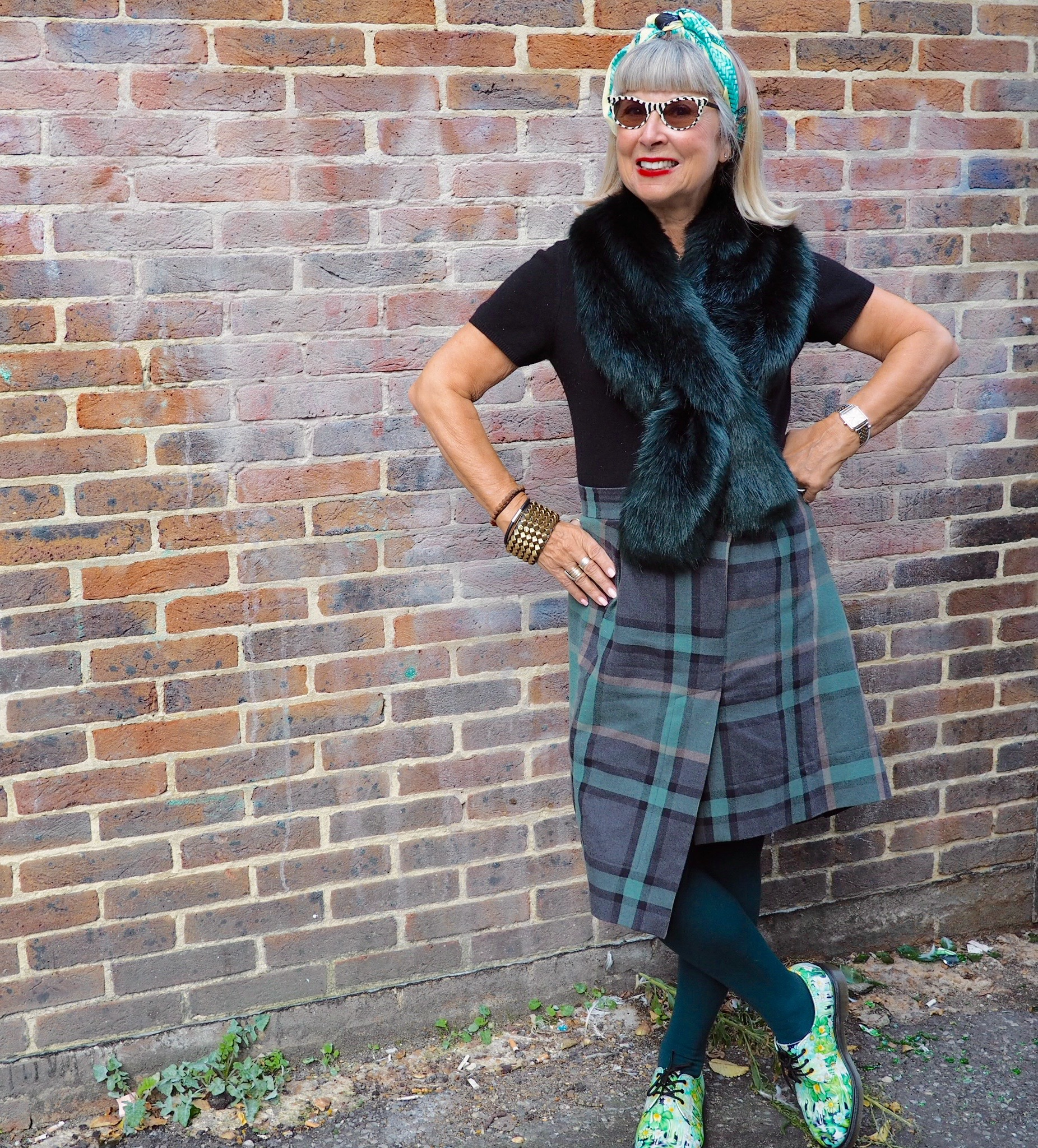New & old - the faux fur collar completes the green/blue vibe of my outfit.