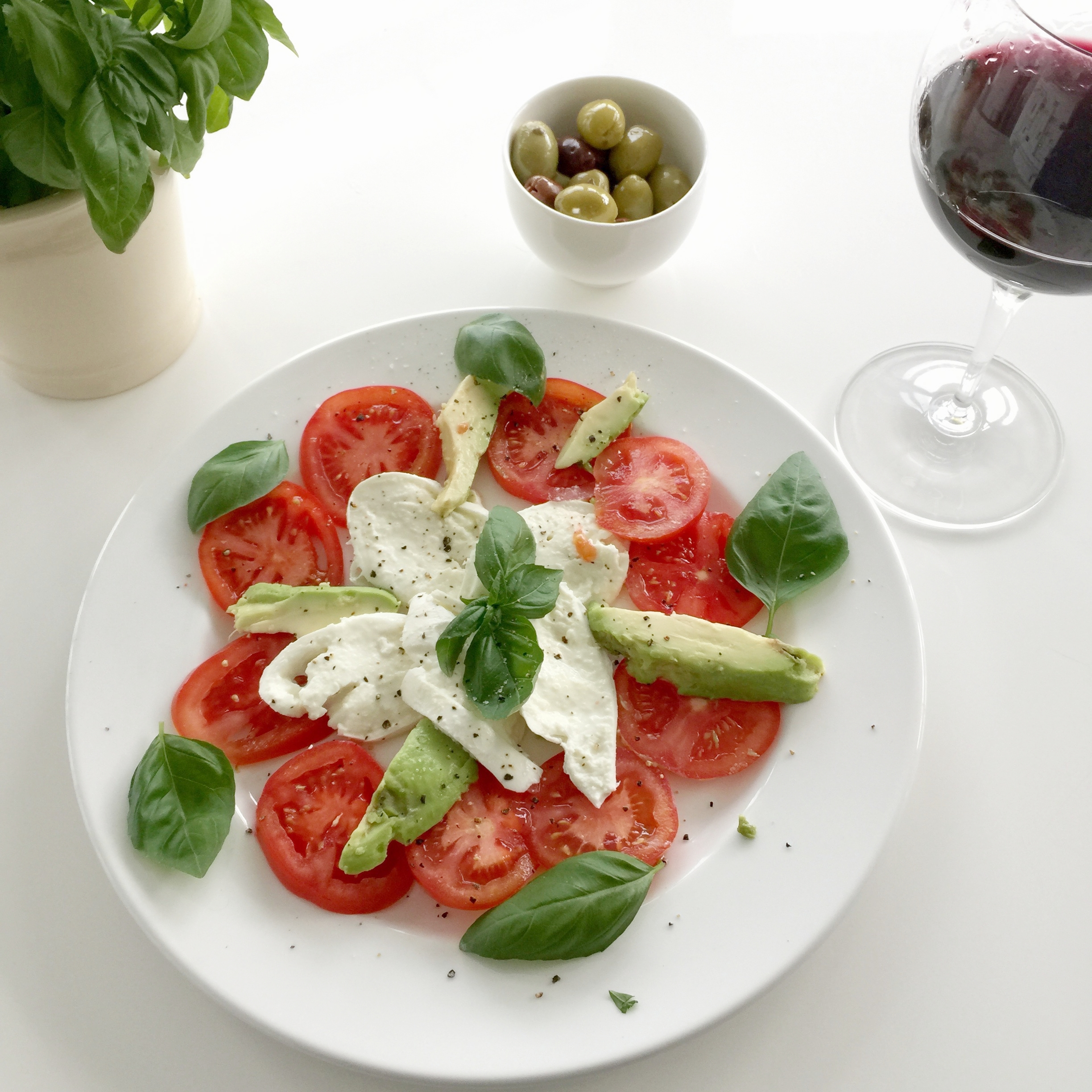 Tomato, buffalo mozzarella, avocado & basil. Yum, health on a plate!