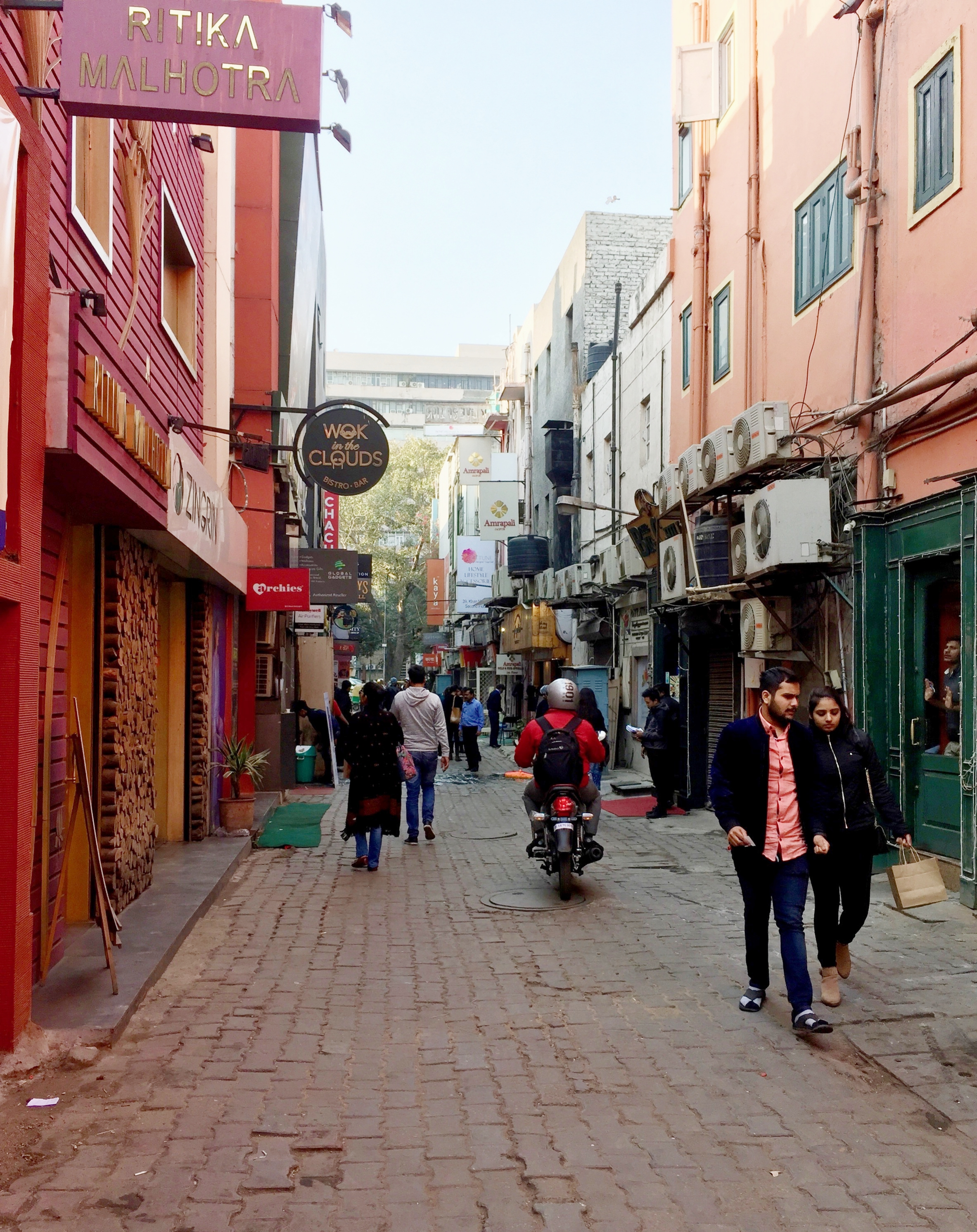 KHAN MARKET, NOT WHAT I WAS EXPECTING AT ALL! GREAT EATERIES IN THIS AREA.