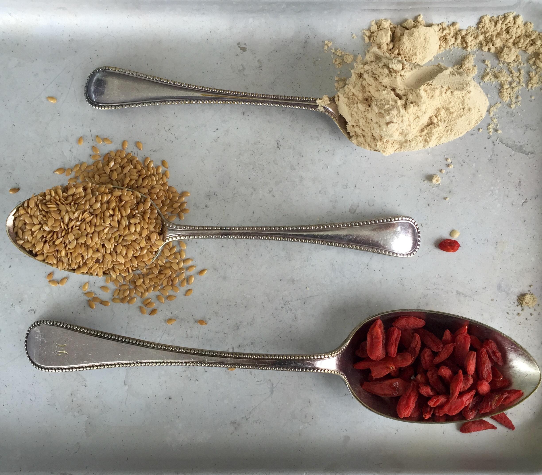 Goji berries, flaxseeds & maca: antioxidants, Omega 3 and energy in a spoon!