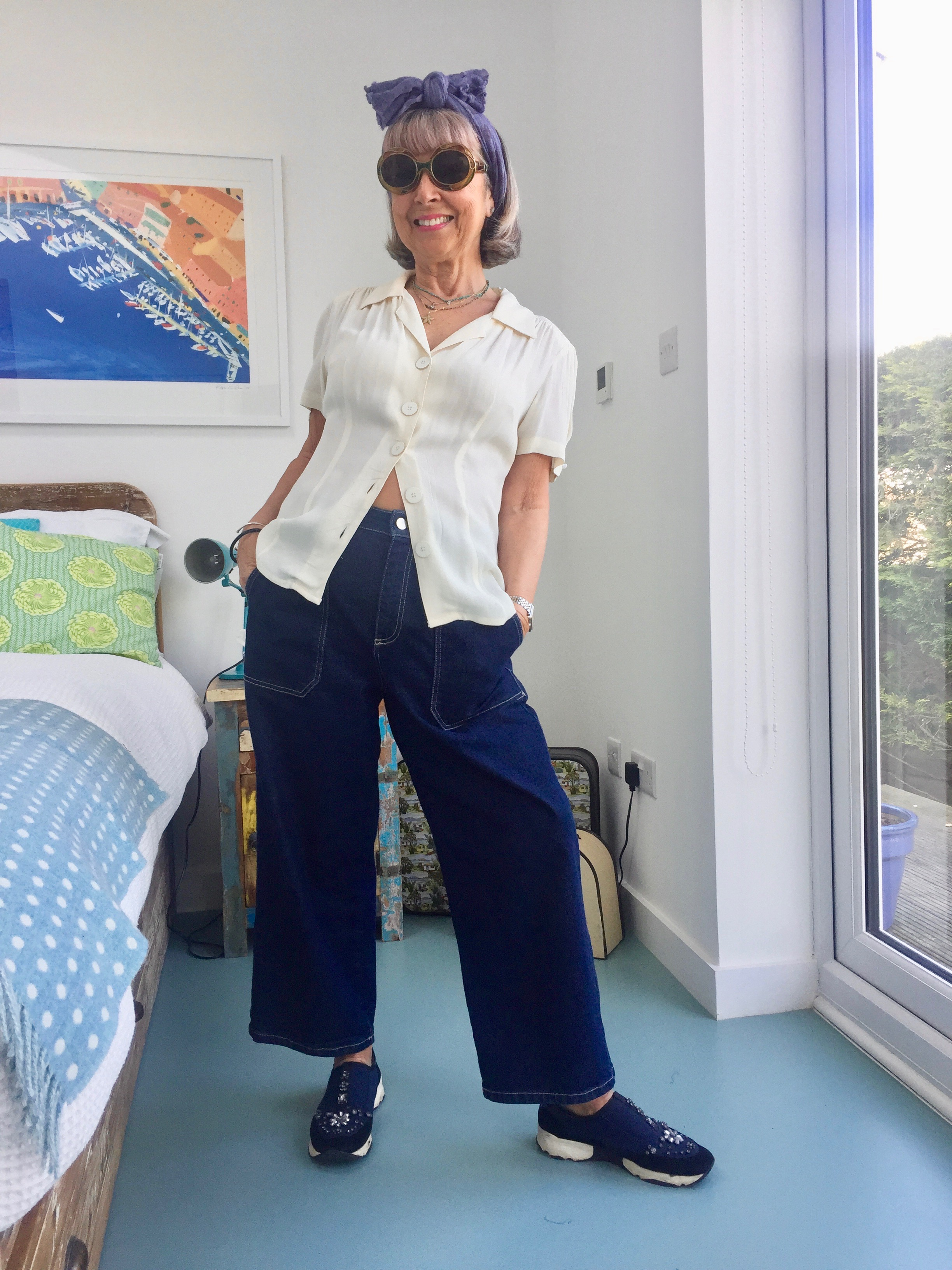 RETRO BLOUSE WITH JEANS