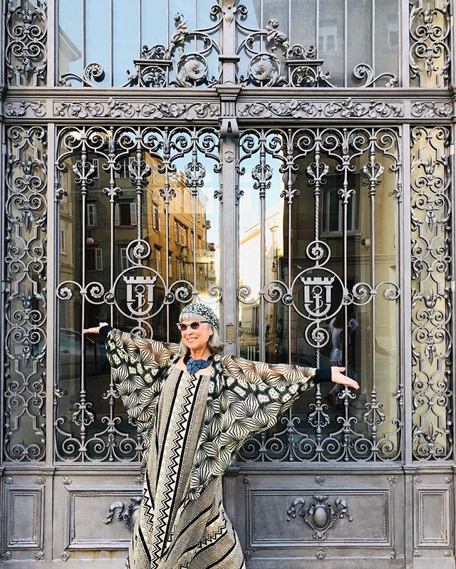 Happy August lovelies!  May we have many more days to dress up in our coolest summer gear and pose In front of interesting doorways, full of joy! . I particularly  love this capture because you can see the sunny reflection of Trieste matching my mood!  Are you off on hols, a festival or having a staycation this month? . . Photo credit: @lindarunofficial taken in Trieste last month on our @halcruise. . . . . . .  #over60  #styleover60 #myhappycapture #greyhairdontcare #styleover50 #vintagesunnies #advancedstyle #over60style #fashionover60 #halcruises #over50style #trieste #over50style #tv_living #vintageladyvintagestyle #doorlove