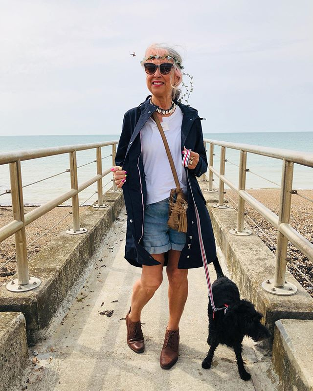 [AD]. Am off to a festival this weekend, so definitely taking my new waterproof mac (and sunglasses!) gifted by @joules. While Jack goes to his dog sitter with his new @rosewoodpet bed and his favourite toys from the Joules Coastal collection. Swipe right to see more▶️. This new collection is not only really reasonable (the toy bone only costs £5) but we also get to match each other! .  There's another fab pic of Jack on Stories, and here's the link if you think your pooch deserves some new treats: http://bit.ly/2z2s4KW just copy and paste.  Now, what are you doing this weekend, during our typical British August?! Wish me luck! . . . . .  #joulespet #myhappycapture #styleover50 #over50style #styleatanyage #ad #pinkinmyfeed #sponsoredpost #momentsofmine #brighton_ig #styleblogger #styleandcomfort #brightonupyourday #makelightmembers #brightonandhove #jackapoo #doglove #nydog #dogsaccesories #waterproofmac #joulespetbed #festivalclothes #joulesclothing #joules #rosewoodpet #raincoat #waterproofmac #jackapoosofinstagram