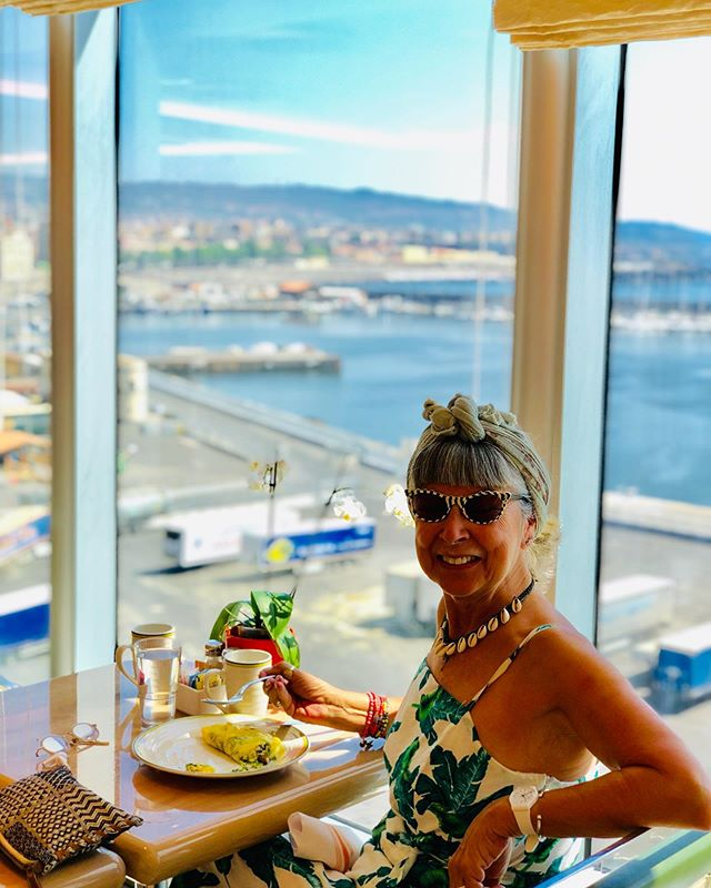 (#AD) Could this view at breakfast be any better?! This photo was taken when I was invited by @gransnethq to go on a 13 day cruise around Europe with @halcruises. You can see my highlights and an honest review on my latest blog, including a video tour around the ship. Link in bio🔼  Would I pay to go on another cruise?  Hell yes!  And Solo. in fact I am already planning a trip to Alaska, on the same ship, next year! . .  So would you consider going on a cruise, hate the idea, or are you already into them? This cruise certainly dispelled my fears. . . . . . . . .  #over60 #myhappycapture #halcruises #hollandamerica #vintageframes #embraceage #mumsnet #cruises #halaboard #cruisetravel #travelover50 #travelover60 #whpgoingplaces #instacruise #travelover50 #cruisinginstyle #traveltheworld #over50s #gransnethq #instagransnet