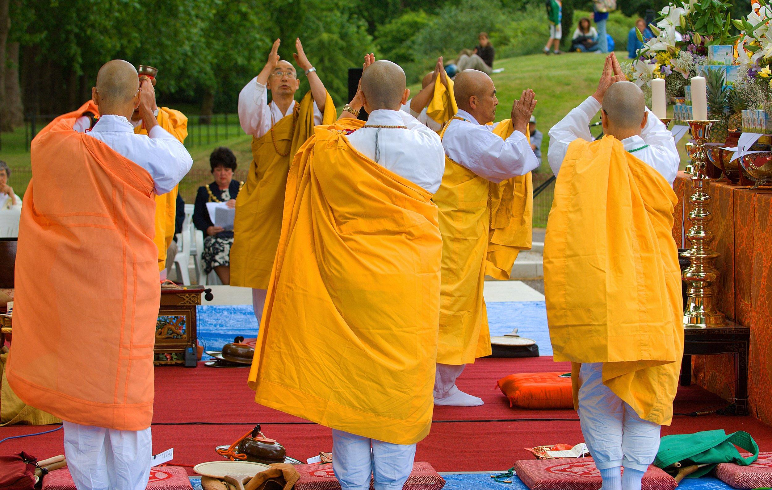 lon 2303 peace pagoda 14.jpg