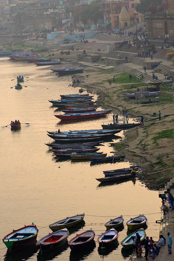 3. India Varanasi Ghats.jpg