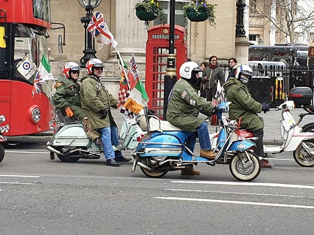 A scooter ride-out in Trafalgar Square this morning. Makes me feel quite nostalgic.  #scooter #vespa #lambretta #ride #london #peopleinlondon #lovelondon