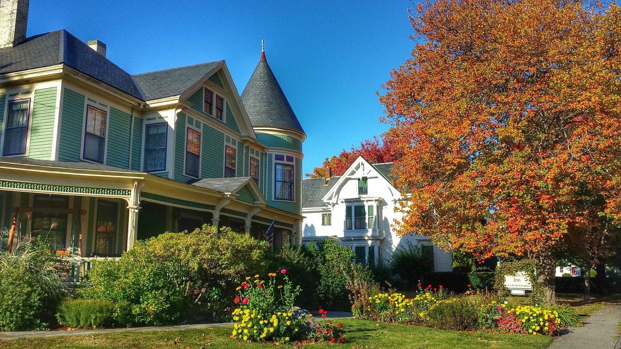Fall flowers and fall leaves offer autumn color at the LimeRock Inn. Photo by  PJ Walter Photography.