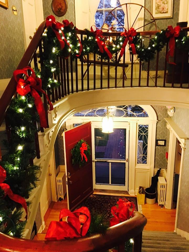 The grand staircase at Captain Jefferds Inn is decked out in red bows and holiday greens. Photo by Contented Traveler, blogger.