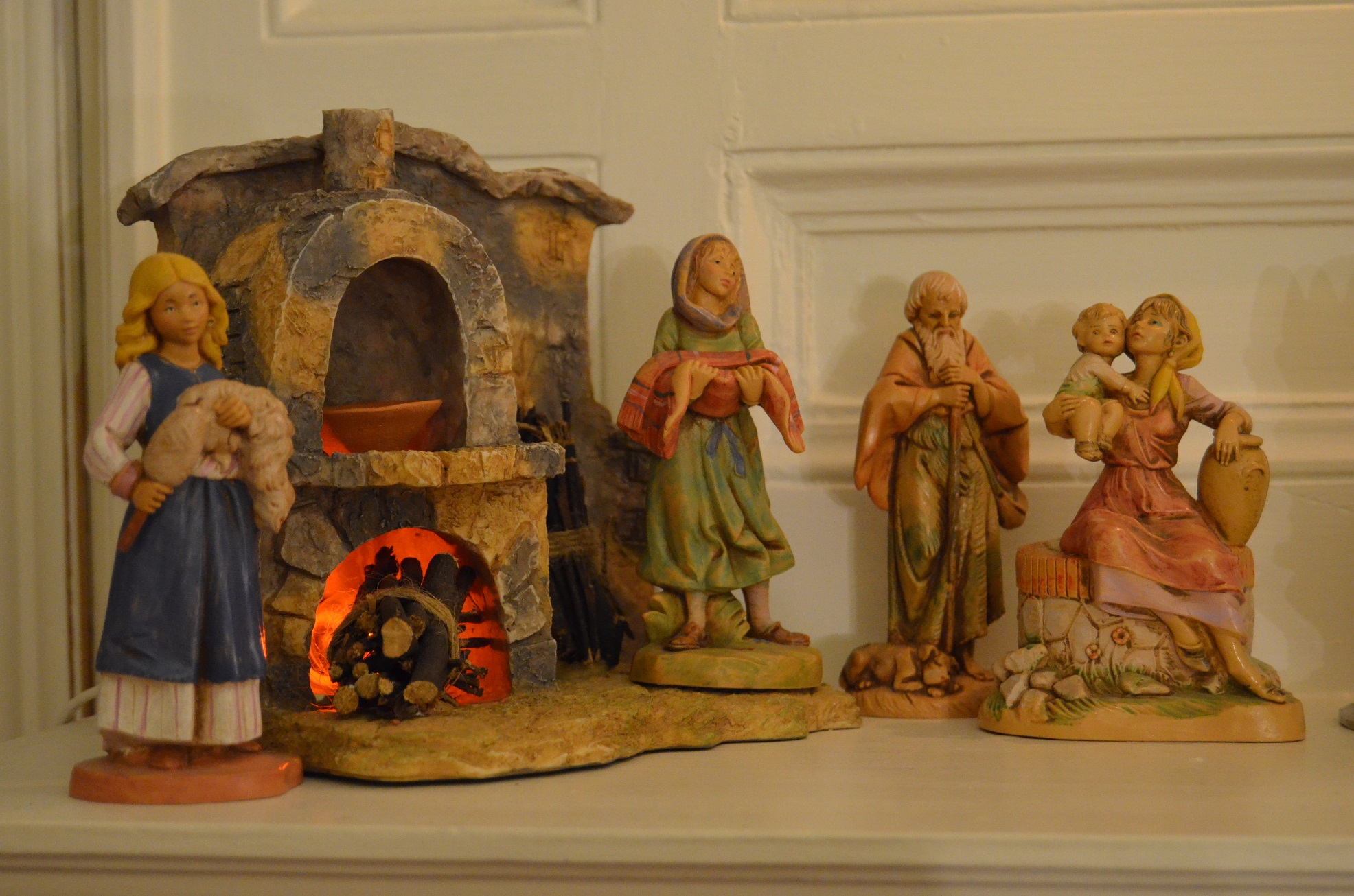 And Hawthorn Inn's mantles offer up unusual manger scenes.