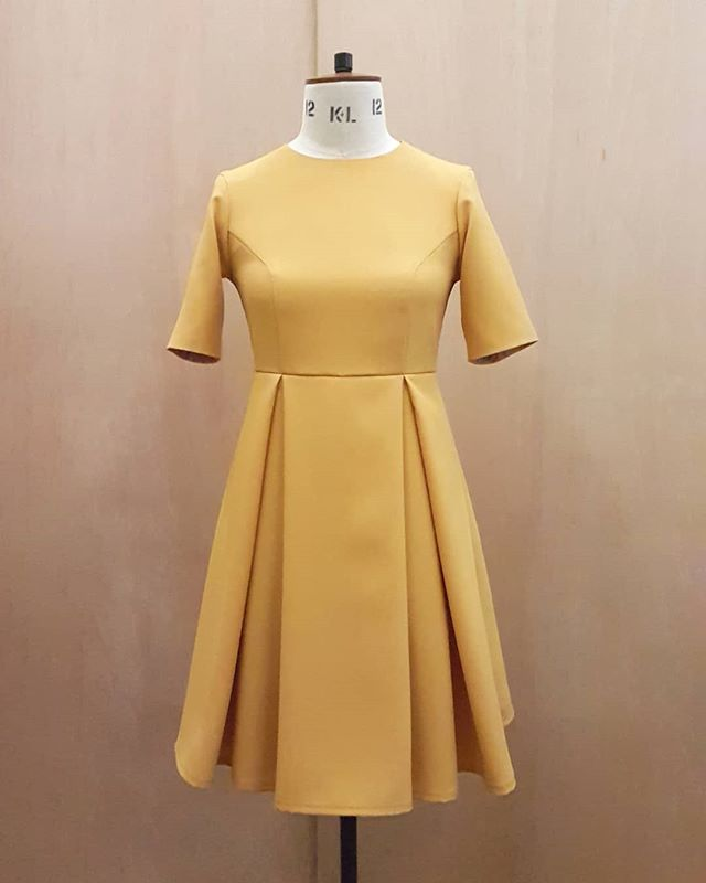 I can finally share this beautiful mustard box pleat dress with you all 💛 this was made as an occasional dress to initially be worn for wedding celebrations. . . . #sn_dressdesign #bespoke #bespokedesign #dresses #fashiondesigner #dressmaker #madetomeasure #patterncutting #patternmaker #oneofakind #unique #dresswear #womensfashion #dress #fabric #colour #Sewing #mustard #yellow #boxpleats #fabricmanipulation #draping #spring #ss19