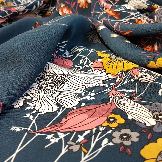 I bought this beautiful floral print fabric a year or so ago just because I loved it. This summer my customer picked it out her bespoke wrap look dress! 👗 . . . #sn_dressdesign #bespoke #bespokedesign #dresses #fashion #fashiondesigner #dressmaker #madetomeasure #patterncutting #patternmaker #oneofakind #unique #dresswear #womensfashion #dress #fabric #colour #Sewing #floralprint #blue #green #floralfabric #fabricmanipulation #draping #summer #ss19