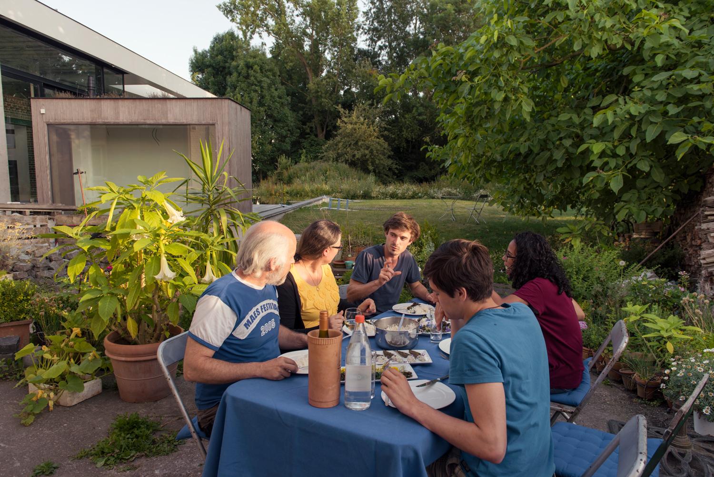 Wildplukken en wilde eetbare planten met Ben Brumagne van Forest To Plate  Workshop met wilde eetbare planten Opleiding over wildplukken Teambuilding wildplukken, wilde eetbare planten