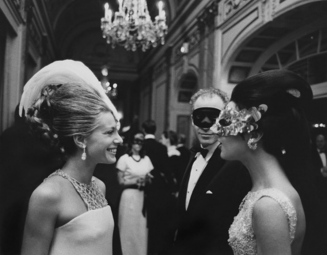 Princess Luciana Pignatelli chatting with Countess Consuelo Crespi at Truman Capote's Black & White Ball, 1966