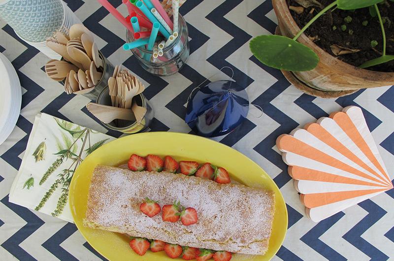Rullekake med rips og jordbær - trykk på bildet for oppskrift!