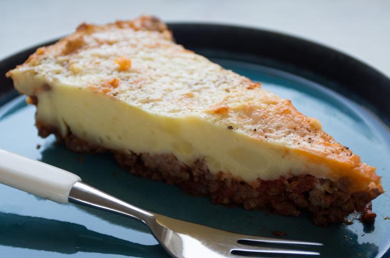 Shepherd's Pie består av en god kjøttsaus med potetmos over, som er stekt i oven. Foto: Magevennlig mat/ Julia Edin