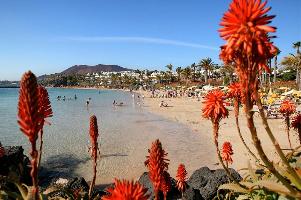 Playa Blanca, Lanzarote. Bildet er lånt av  Star Tour.