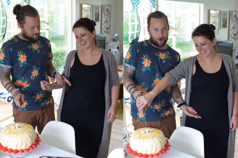 Det føltes litt makabert ut å skjære opp babien på kaka, men men... PS. selv om det ikke synes så godt i den svarte kjolen på bildene begynner magen å bli stor nå!
