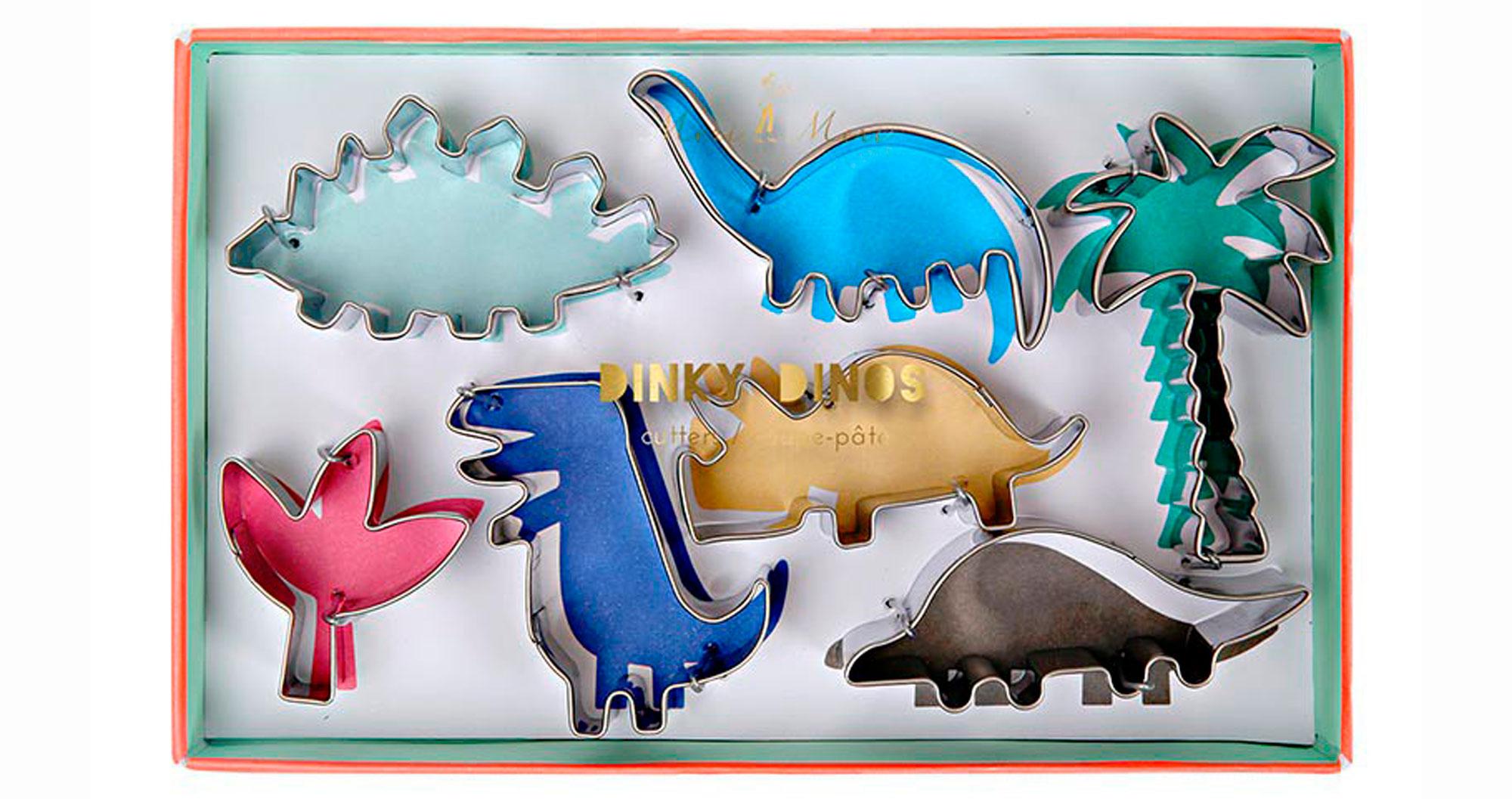 Jeg digger disse dinosaur-pepperkake-formene og de kan fint deles opp i 7 gaver. Hele settte koster 179 hos  Ting.no