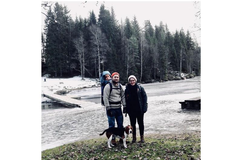Hele familien på tur i går. Det var skikkelig isette og jeg hadde ikke akkurat de beste turskoene. Men jeg holdt med så vidt på beina!