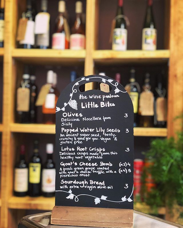 Delicious accompaniments to our wines 🧀🍷 #thewineparlour #brixtonvillage #littlebites