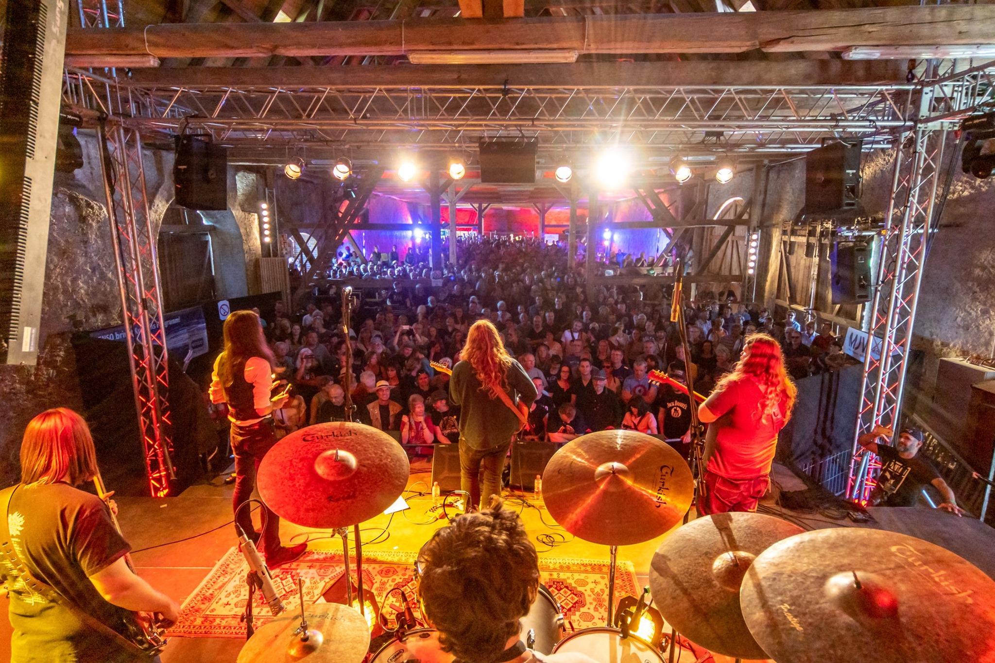 L-R: Hendrik Herder (bass); Florian Escherlor (harmonica); Keegan McInroe (voc/guitar); Olli Kunze (drums); Ben Forrester (guitar)