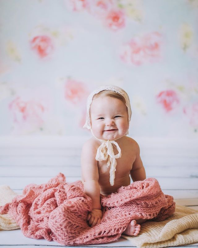 Sneak peak of this sweet little babes 6 month photos today💕  Her smile is super contagious!! #hannahseverphotography #inspiredbycolour #babyphotography #babyphotoshoot #babyphotographer #rookeandrovercrew #lifestylephotography #lifestylephotographer