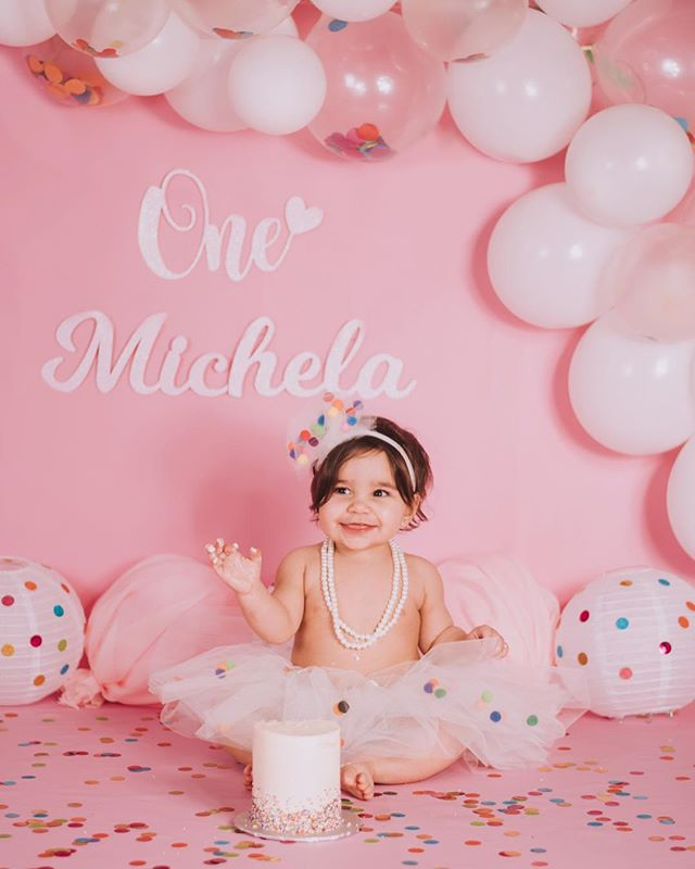 Little cutie✨💝 Her first cannoli and she lovvvvvved it(I would too)🎉 Tutu & lettering by @kiss__my__ashley  #inspiredbycolour #babyphotoshoot #cakesmashphotography #cakesmash #hannahseverphotography #babyphotography #cakesmashsession #inspiredbycolour