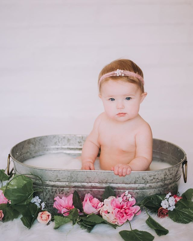 Milk bath cuteness🌸🍼