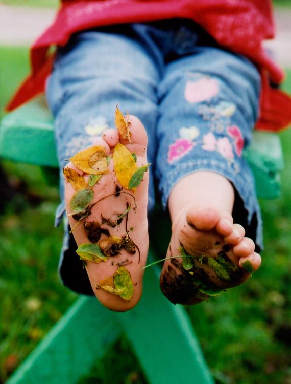 w65_Marielle_feet_leaves.jpg