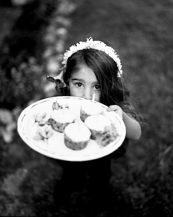 w85_Bella_cupcakes_retouch_kids_book.jpg