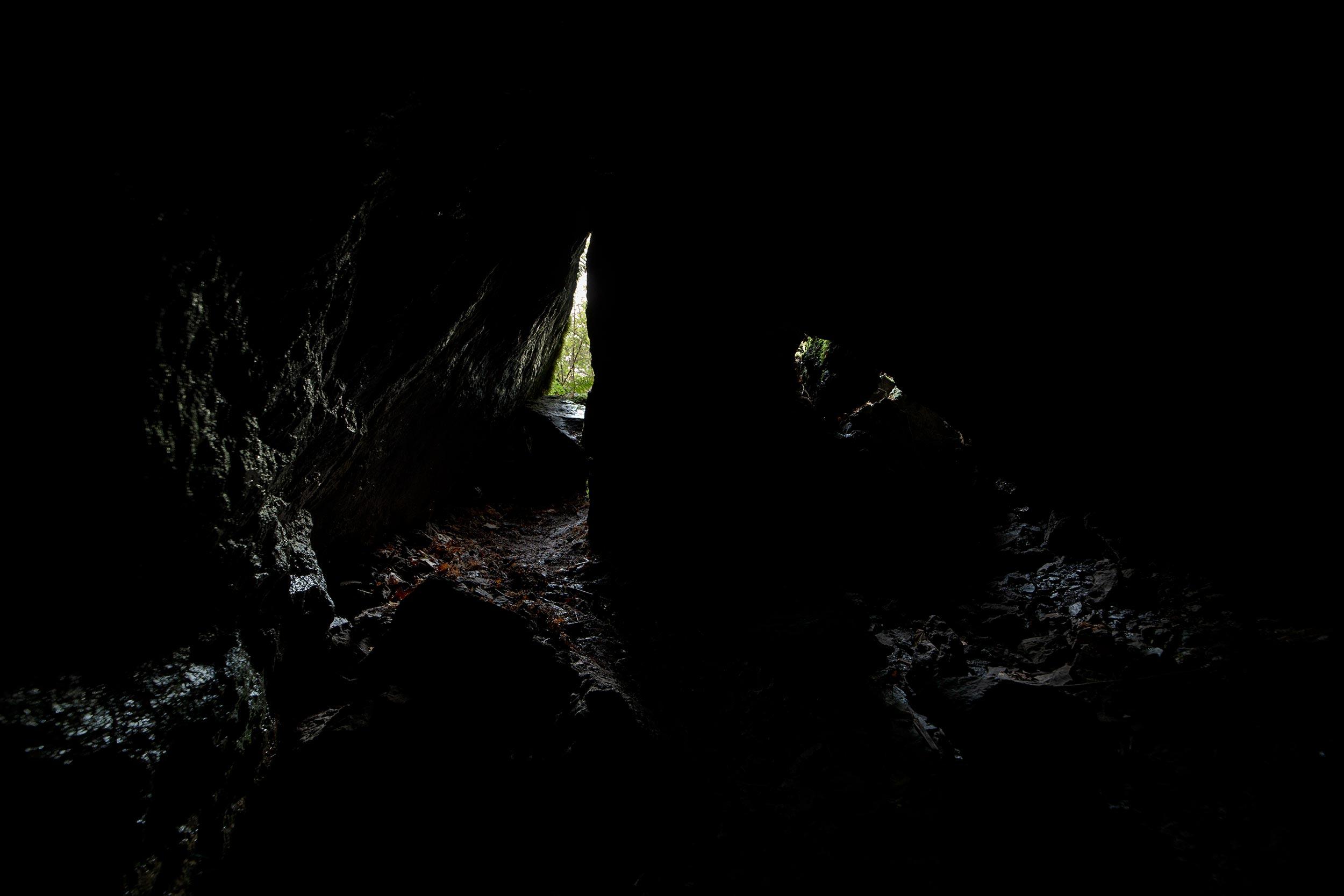 Midt i hula sett mot inngangen.