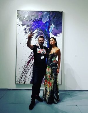 In December 2018 at SCOPE Miami, the lead singer of 'The Pussy Cat Dolls', Nicole Scherzinger - great and wonderful woman - commissioned a painting of the 'Storm' series.