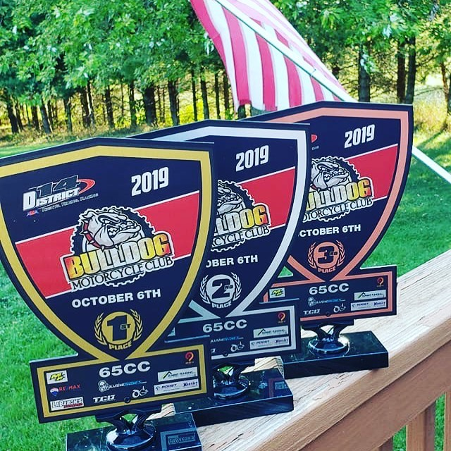 Oct 6th- Mini Moto Challenge these unique trophies for Top 3 finishing 85 riders and top 3 finishing 65 riders are up for grabs! Come get you some of that!!! Thank you to our sponsors for helping us put on this event.  #REMAXPlus- Samantha Longo #LaBaronsPowerSport #OGs #Hooiseroffroad #Hooiserroostfactorymidwest #TCDRacing  #magicracing  #summitfunding- Crystal France #nine8fivedesigns #illusivegloves