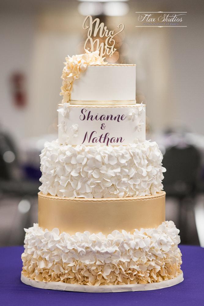 Winter Wedding Cake Photos