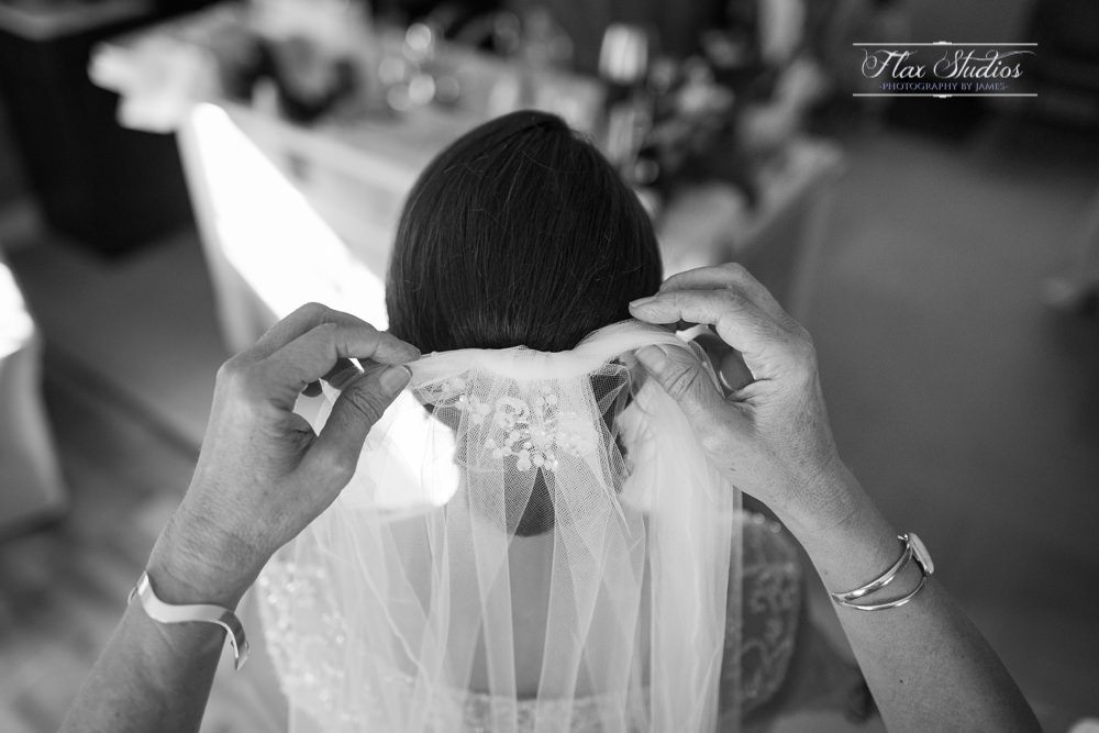 mother of the bride putting in the veil