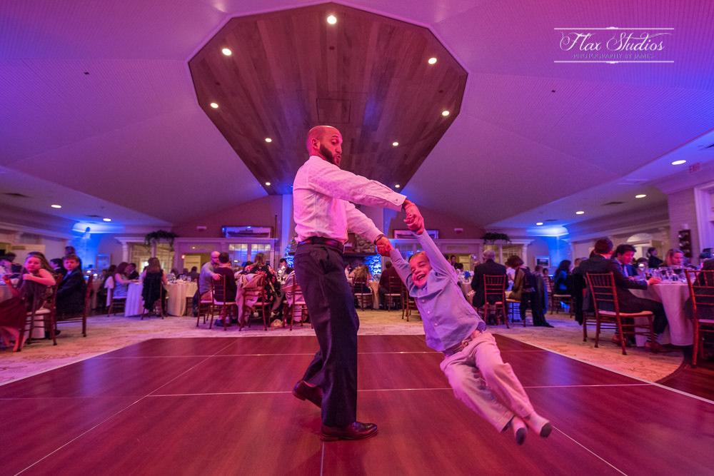 candid dancing wedding photos