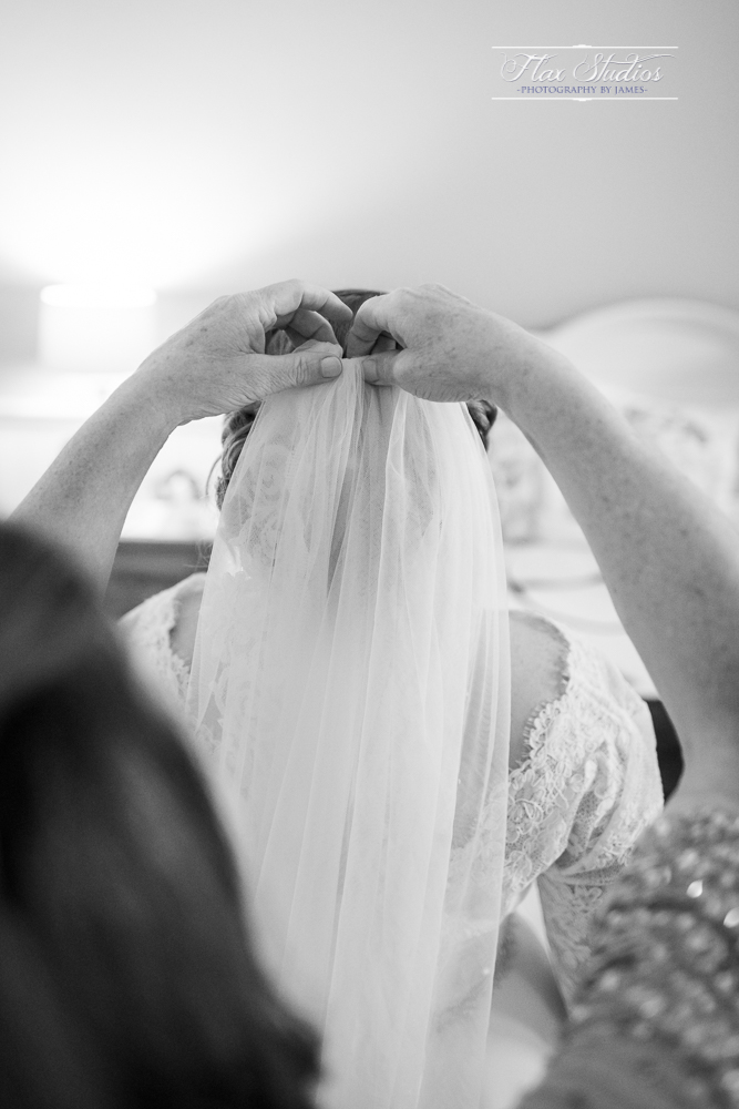 how to put in a brides veil