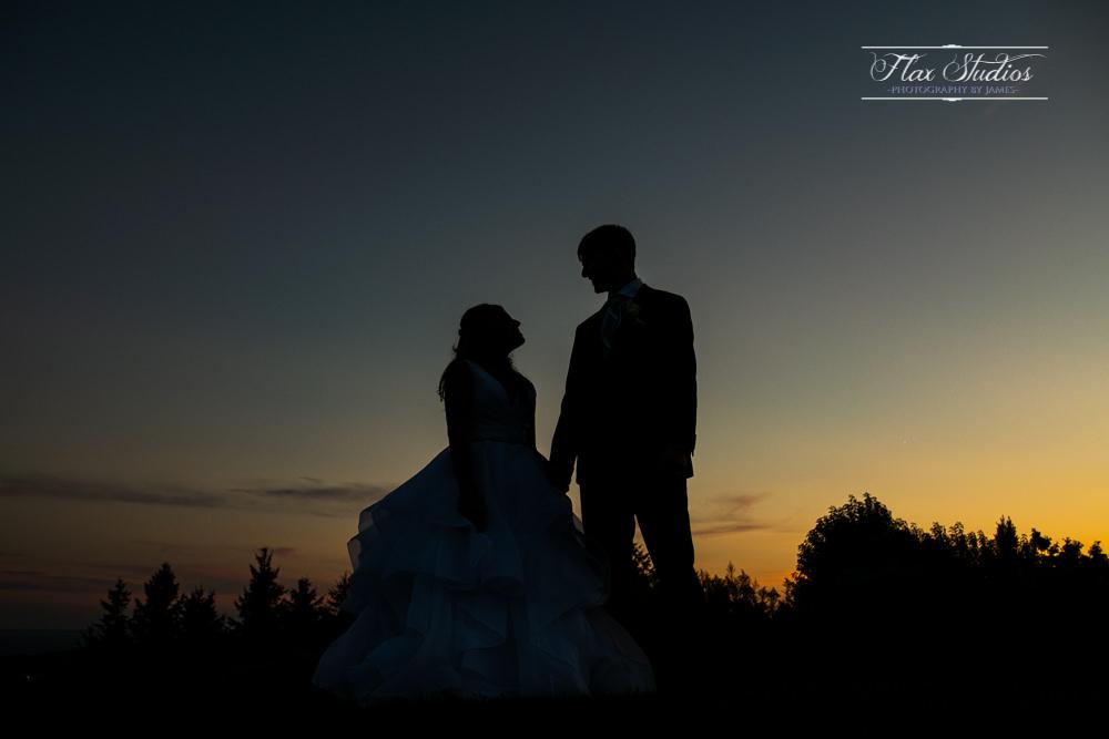 romantic silhouette wedding photos