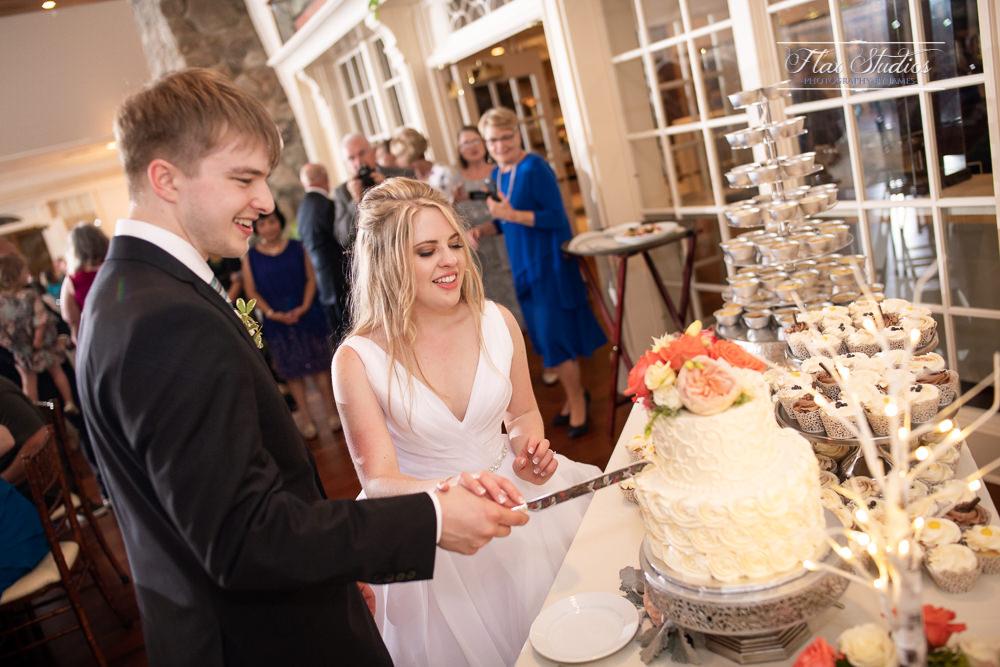reception cake cutting
