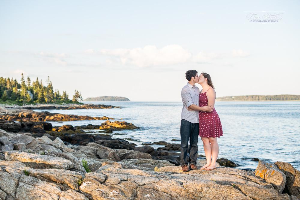 Marshall Point Lighthouse Engagement Photos-7.jpg