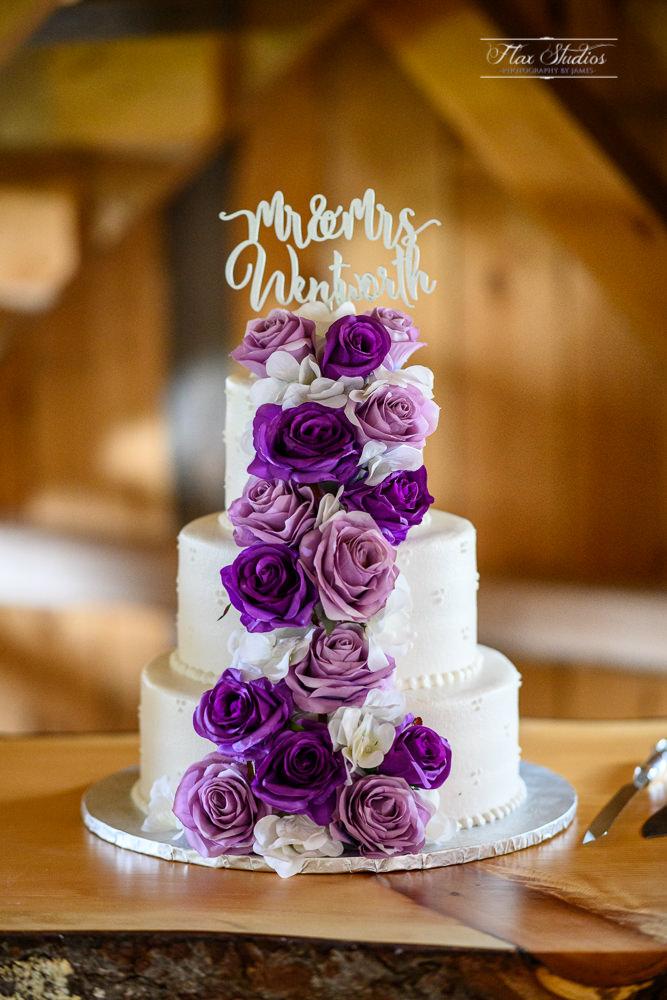 maine barn wedding cake