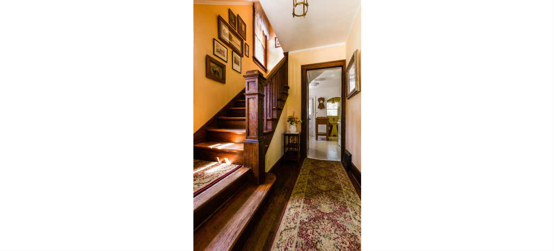 real-estate-residential-ypsilanti-hallway-stairs-historic-home-cjsouth-05.jpg