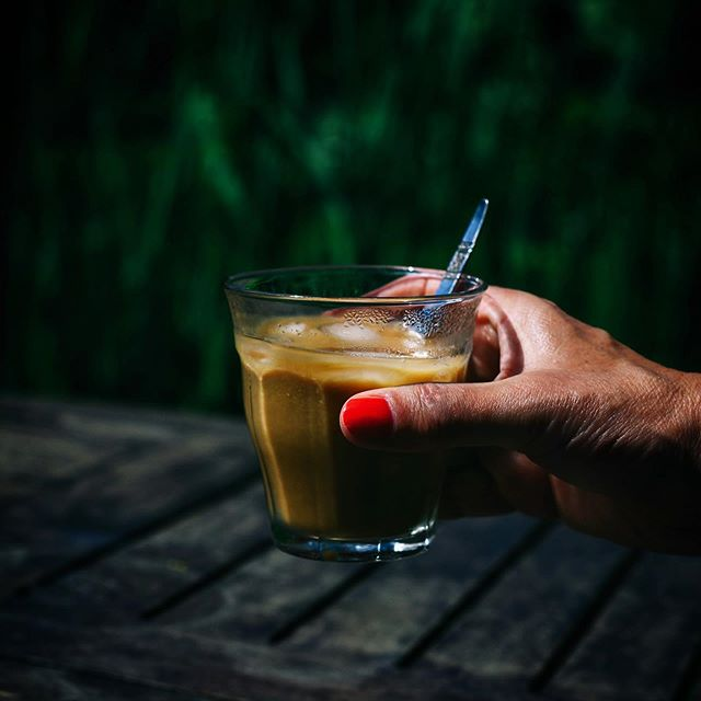 🔸Warm hè vandaag.... Ik ben echt een fan van ijskoffie, heerlijk met dit weer! (coldbrew of met de vietnamese phin) 🔸Very hot weather these days, love to make & drink ice coffee . . . . . . . . . . . . #ijskoffie #icedcoffeeaddict #koffiepauze #coffeeathome #coffeeonthetable #coffeetized #koffeecollective #coffeemoments  #spcafephoto #coffeeteller #koffiebonen #koffietijd #coffeeinsta #coffeeloversclub #ig_coffee #coffeexample #coffeephotography #coffeeeee #koffiedrinken #todaymycoffee #coffeislove #coffees #dailycoffee #coffeee #coffeeig #instacoffe #coffee_time #timeforcoffee #thingsaboutcoffee #getcoffeebehappy