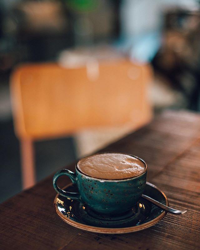 🔸Wat zie je in deze foto wat voor je gevoel 'niet helemaal klopt'? Of heb ik dat alleen? Het is maar een kleinigheid maar toch....Niet gaan zoeken hoor, gewoon in éen oogopslag . 🔸What do you see in this picture what, in your feeling, 'doesn't fit properly' ? Or is it only me seeing/feeling this? Not search fot it, just at a glance . . . . . . . . . #spcafephoto #coffegram #coffeeinsta #coffeeloversclub #igerscoffee #coffeexample #coffeephotography #coffeeeee #koffiedrinken #coffeecups #todaymycoffee #coffeislove #coffees #proudofyourlocalcoffeeshop #dailycoffee #coffeee #instacoffe #coffee_time #caffinefix #ig_coffee #cafestyle #cafehop #cafeteller #cafephotography #koffietijd #koffiepauze #coffeeonthetable #coffeetized #koffeecollective #coffeemoments