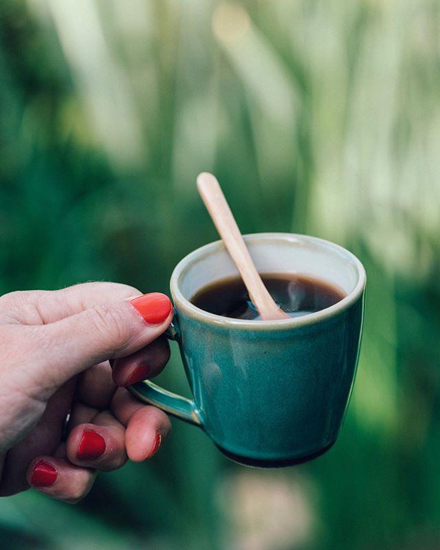 🔸Lekker vrij, om 08.00 uur al in de tuin met  een boek, voor 10.00 uur al weer binnen....al te warm. Dadelijk eerst verse ijskoffie maken ! 🔸 Warm day ! I 'm going to make iced coffee in a minute. Yum ! . . . . . . . . . . #spcafephoto #coffegram #coffeeinsta #coffeeloversclub #igerscoffee #filtercoffee #coffeephotography #coffeeeee #koffiedrinken #coffeecups #todaymycoffee #coffeislove #coffees #koffie #dailycoffee #coffeee #coffeeig #instacoffe #coffee_time #caffinefix #getcoffeebehappy #ig_coffee #morningcoffeetime #koffiebonen #koffietijd #koffiepauze #coffeeathome #coffeetized #koffeecollective #coffeemoments