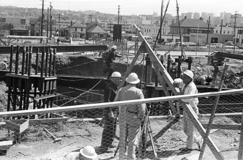 Workers_at_construction_site_of_Space_Needle_foundation_ca_May_1961.jpg