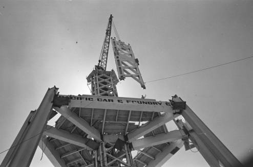 Derrick_raising_section_of_Space_Needle_core_ca_August_1961.jpg